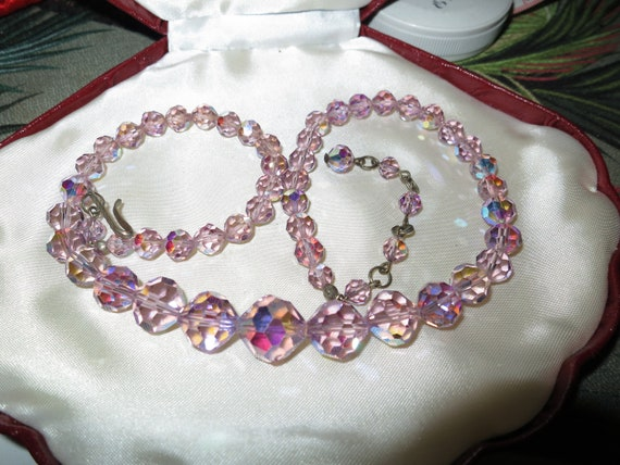 Wonderful Vintage faceted pink lilac aurora borealis glass necklace