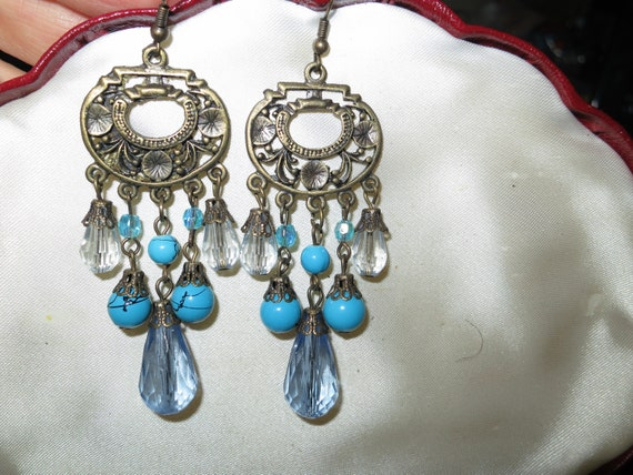 Lovely vintage goldtone blue faceted lucite fx crystal dropper earrings