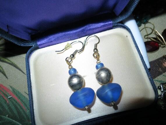 Fabulous pair of vintage silvertone blue glass dropper earrings