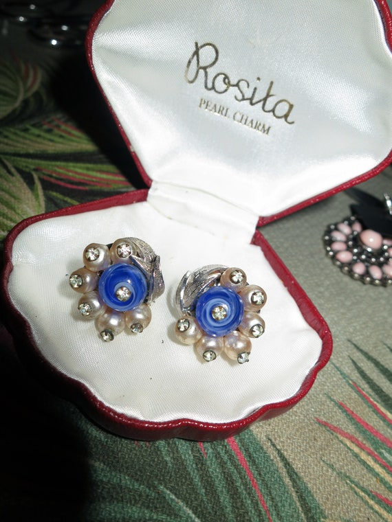 Wonderful vintage pair of glass pearl rhinestone blue glass screw on earrings