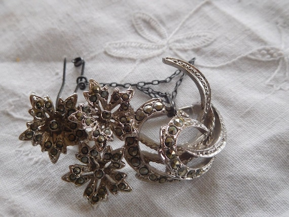 Pretty Vintage 1950s Marcasite Flower Brooch signed Exquisite