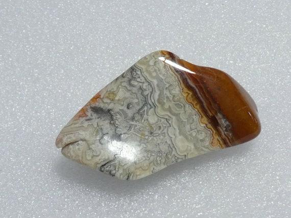 Lovely vintage Goldtone Scottish fossilised hardstone agate  brooch