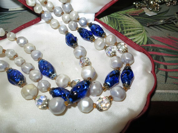 Lovely vintage 1950s 3 strand glass pearl and blue glass necklace