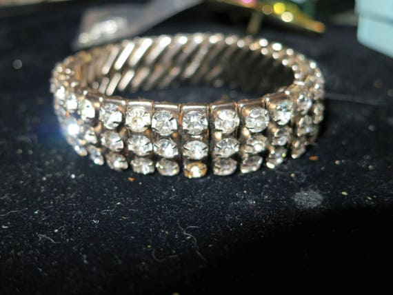 Lovely vintage signed EMPIRE rhinestone expansion bracelet set in silver metal