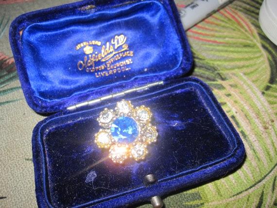 Wonderful Vintage petite silvertone sapphire rhinestone brooch