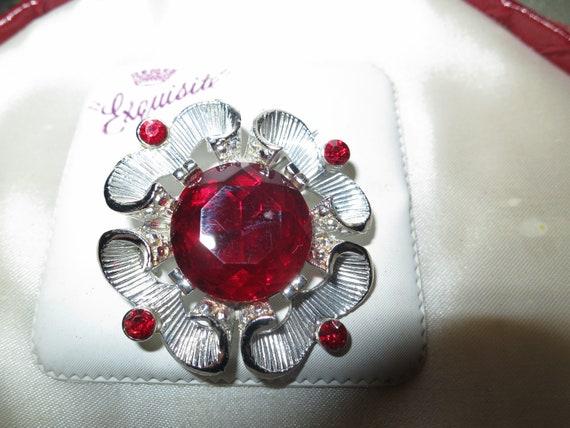 Wonderful vintage Exquisite Silvertone & Red Rhinestone brooch on card