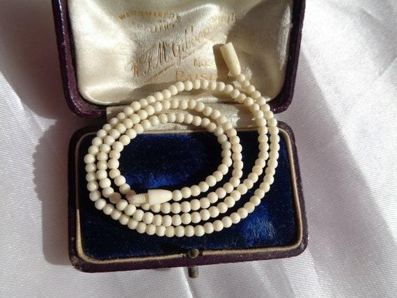 Beautiful vintage Art Deco small handmade horn beaded necklace