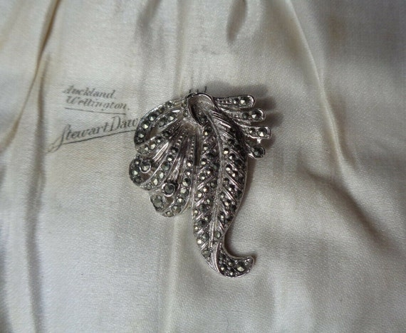 Lovely vintage Deco silver metal marcasite dress clip