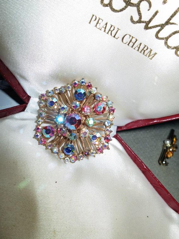 Lovely Vintage Goldtone pink Aurora Borealis wavy round  brooch