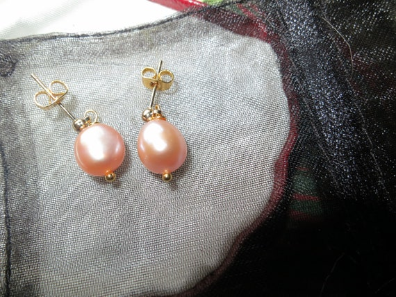 Beautiful 18 ct gold filled dangle pink apricot freshwater pearl  stud earrings