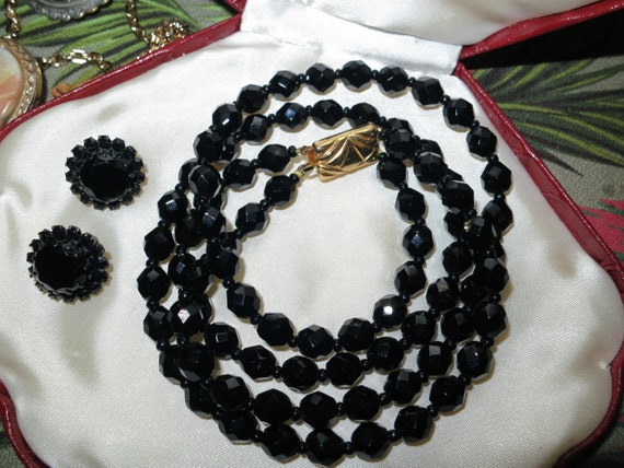 Wonderful vintage 2 strand black glass necklace and clip on earrings