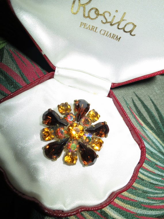 Lovely vintage gold metal amber topaz  glass brooch