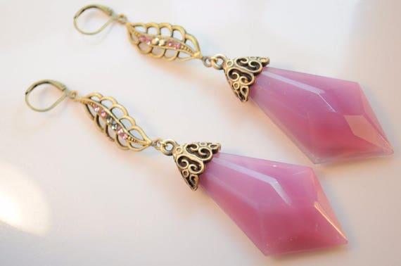 Lovely vintage Deco 1940s Czech  pink glass  dropper earrings