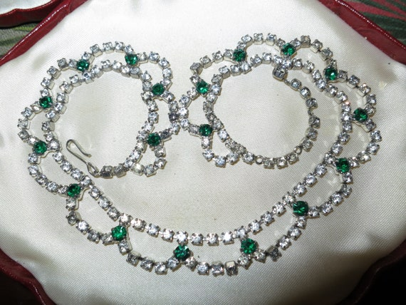 Beautiful Vintage silvertone emerald glass Rhinestone Necklace