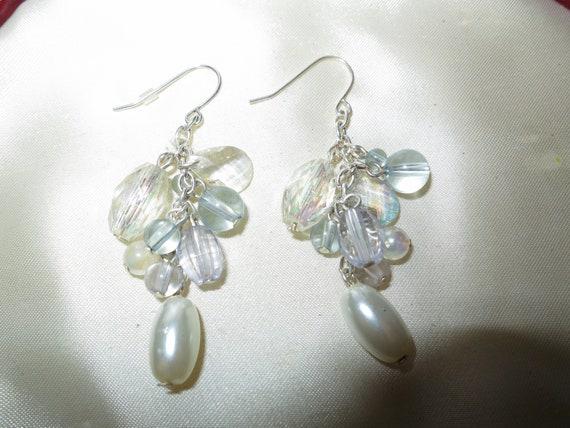 Beautiful vintage white fx pearl beaded dropper dangle earrings