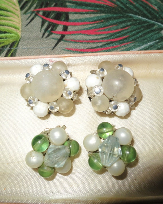 2 pairs of vintage clip on cluster bead earrings.
