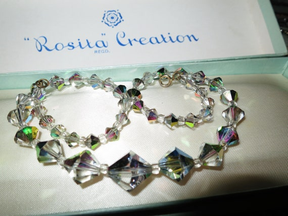 Lovely vintage faceted sparkly aurora borealis silvery rose pink glass necklace