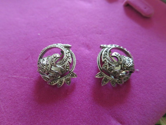 Stunning vintage silvertone marcasite floral clip on earrings