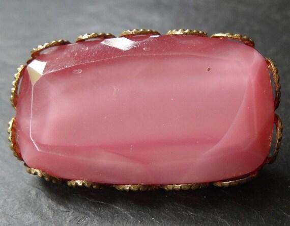 Lovely vintage art deco  pink glass rhinestone gold tone brooch