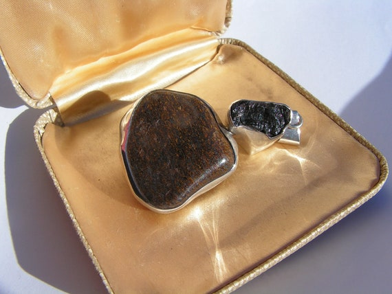 Beautiful vintage silver large stone and black onyx pendant