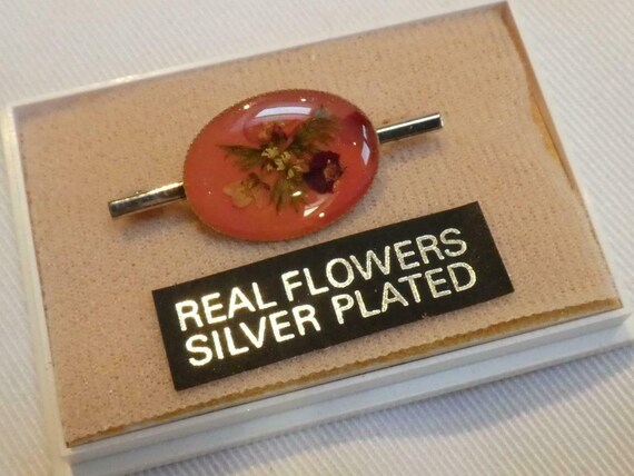Pretty vintage  Small Silver Plated  Oval Real Pressed Flowers Bar brooch