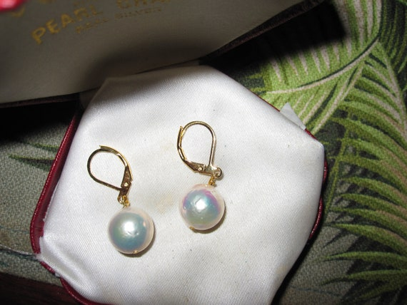 Beautiful 18 ct gold filled 11mm white Kasumi pearl lever back earrings