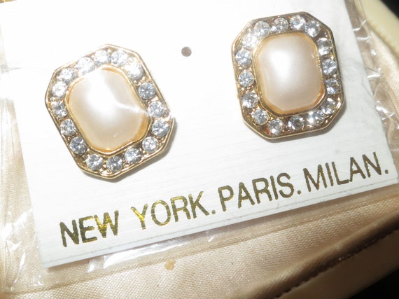 Beautiful pair of goldtone fx pearl and rhinestone earrings on posts for pierced ears
