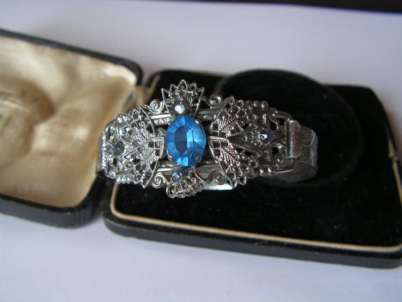 Beautiful vintage Deco filigree silver metal blue glass bangle