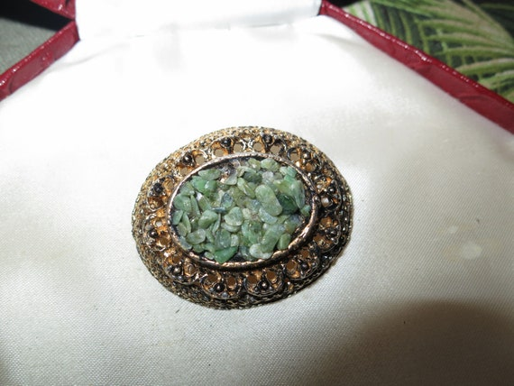 Lovely vintage goldtone ornate green Jade chip  brooch