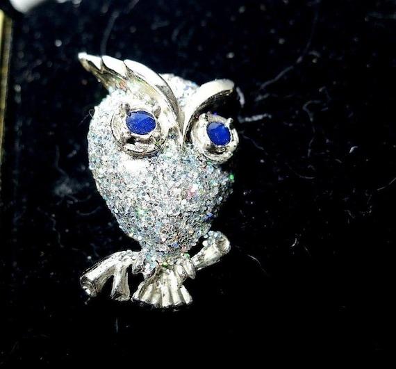 Beautiful silver metal aurora borealis rhinestone owl brooch