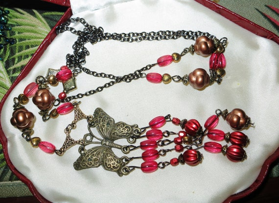 Lovely vintage goldtone Deco style pink lucite butterfly long necklace