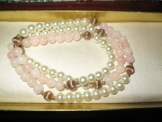 Beautiful vintage 8mm Rose Quartz and fx pearl gold beaded knotted necklace 28 inches