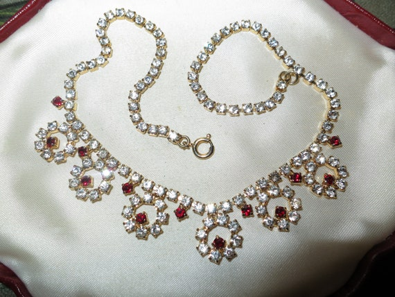 Lovely vintage red clear rhinestone circle flower gold tone chain necklace