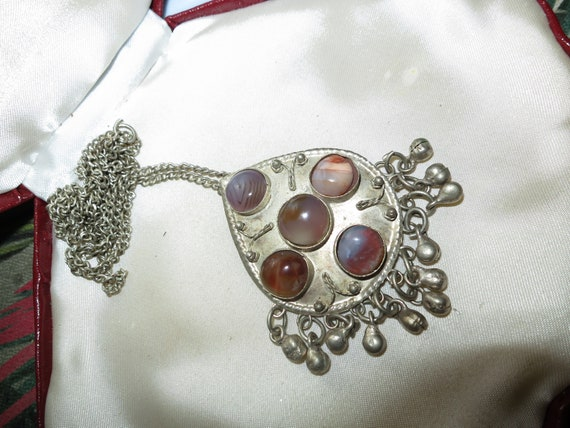 Large vintage Scottish silvertone cabochon agate pendant necklace