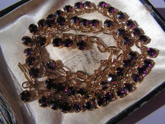 Beautiful vintage goldtone sparkly amethyst purple glass necklace