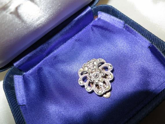 Gorgeous vintage Deco silver metal   marcasite dress clip