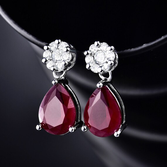 Lovely 18 ct white gold filled  ruby  glass stud earrings