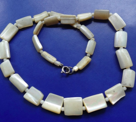Vintage 1950s Art Deco mother of pearl necklace