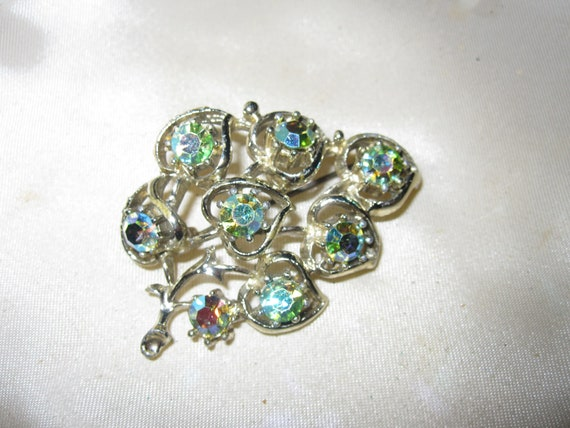 Lovely Vintage goldtone blue green aurora borealis floral Brooch