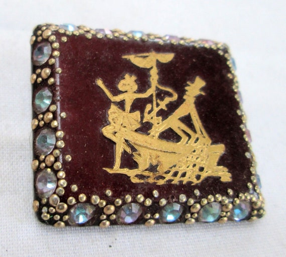 Good vintage Deco hardened plastic crystal gold inlay brooch
