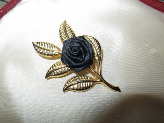 Lovely vintage goldtone black silk fabric rose brooch