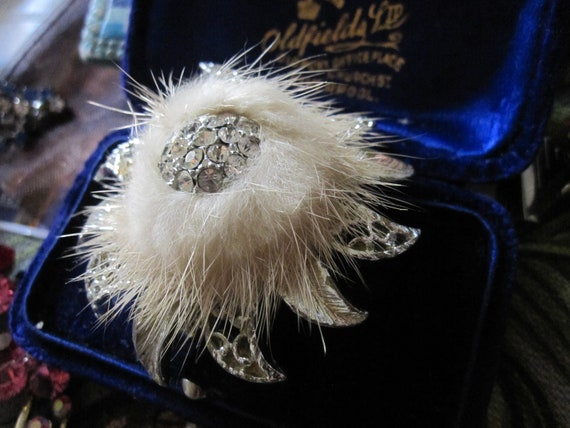 Lovely vintage silvertone rhinestone mink fur star or flower brooch