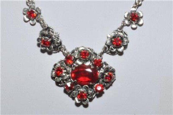 Beautiful vintage Art Deco filigree necklace set with ruby red glass rhinestones