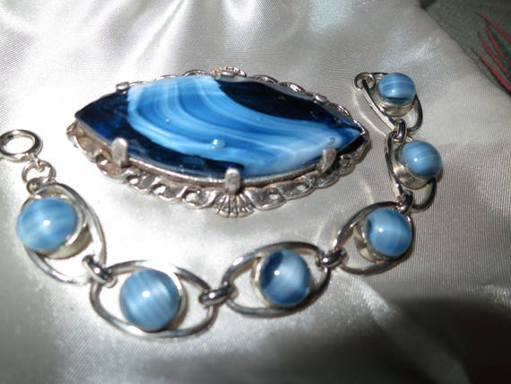 Lovely vintage set of silvertone blue banded glass bracelet and large brooch