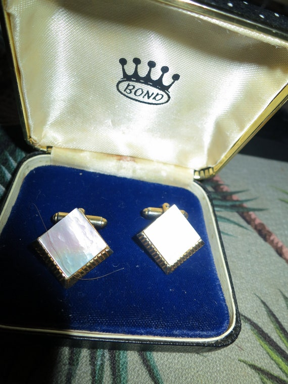 Classy Vintage Bond boxed goldtone mens mother of pearl cufflinks