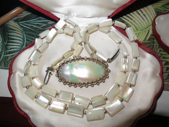 Lovely Vintage 1940s Art Deco long mother of pearl necklace and brooch
