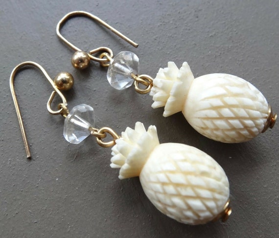 Beautiful vintage clear glass carved pineapple dangle earrings