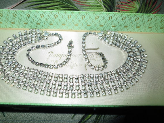 Lovely vintage silvertone 3 strand rhinestone glass necklace 17.5""