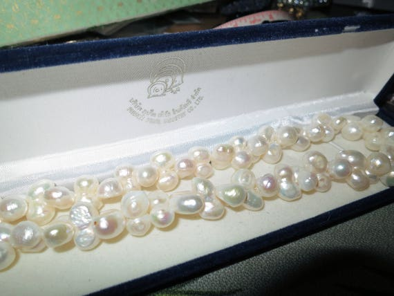 Beautiful quality high lustre cultured freshwater white pearl necklace