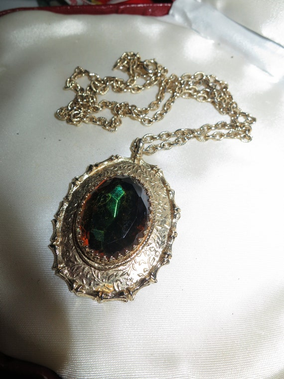 Beautiful vintage Sarah Coventry green glass pendant necklace